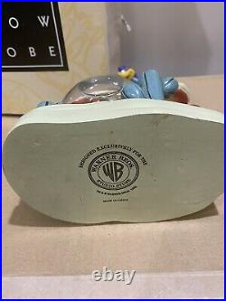 Extremely Rare! Looney Tunes/ Road Runner & Wile E Coyote Figurine Globe Statue