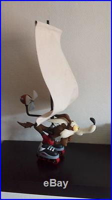 Extremely Rare! Looney Tunes Wile E Coyote Sailing After Road Runner Big Statue
