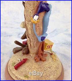 Extremely Rare! Looney Tunes Wile E Coyote Waiting to Blow Up Road Runner Statue