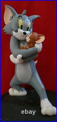 Extremely Rare! WARNER BROS STUDIOS TOM & JERRY Big Fig Statue + Sideshow book