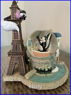 RARE Warner Bros Pepe le Pew Snow Globe Eiffel Tower Lights Up #1311 of 2500