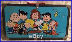Rare Vintage 1966 Peanuts Snoopy Metal Suitcase